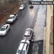 VIDEO YouTube: suv pattina sulla strada ghiacciata evitando le auto parcheggiate