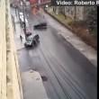 VIDEO YouTube: suv pattina sulla strada ghiacciata evitando le auto parcheggiate6