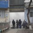 Ucraina, bombe su mercato a Mariupol: decine di morti 4
