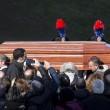 Pino Daniele, funerali Roma: lungo applauso accoglie feretro in chiesa 10