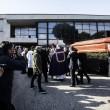 Pino Daniele, funerali Roma: lungo applauso accoglie feretro in chiesa 12