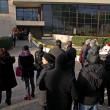 Pino Daniele, funerali Roma: lungo applauso accoglie feretro in chiesa 6
