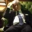 """Antonio Razzi, pisolino in Transatlantico. """"Votare per Presidente stanca"""" FOTO 2"""