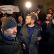 Walter Rizzetto (ex M5s) contestato mentre cerca di andare da Renzi FOTO 3