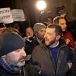 Walter Rizzetto (ex M5s) contestato mentre cerca di andare da Renzi FOTO 4