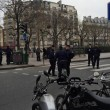 Charlie Hebdo, giornalisti sotto il fuoco dei terroristi scappano su tetti 7