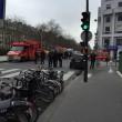 Charlie Hebdo, giornalisti sotto il fuoco dei terroristi scappano su tetti 02