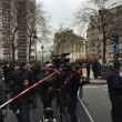 Charlie Hebdo, giornalisti sotto il fuoco dei terroristi scappano su tetti 01