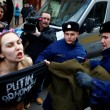 Sofia: Femen, protesta a seno nudo contro Putin06