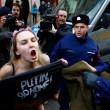 Sofia: Femen, protesta a seno nudo contro Putin05