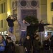 Roma, scontri tra tifosi del Feyenoord e la polizia a Campo de' Fiori FOTO 2