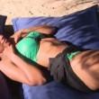Isola dei Famosi, Fanny Neguesha punta dalla medusa e la pipì di Alex Belli 05