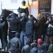 Feyenoord-Roma, lancio di oggetti dei tifosi dagli spalti FOTO (15) - Copia