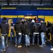 Feyenoord-Roma, lancio di oggetti dei tifosi dagli spalti FOTO (18) - Copia