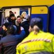 Feyenoord-Roma, lancio di oggetti dei tifosi dagli spalti FOTO (25) - Copia