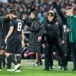 Feyenoord-Roma, lancio di oggetti dei tifosi dagli spalti FOTO (8) - Copia
