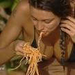 Isola dei famosi, Cristina Buccino hot durante la prova dell'abbuffata FOTO (11)
