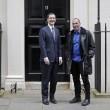Yanis Varoufakis, il tour europeo senza cravatta del ministro delle Finanze greco16