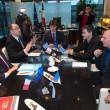 Yanis Varoufakis, il tour europeo senza cravatta del ministro delle Finanze greco03