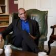 Yanis Varoufakis, il tour europeo senza cravatta del ministro delle Finanze greco09