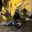 Roma, scontri tra tifosi del Feyenoord e la polizia a Campo de' Fiori FOTO 5