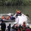 Taiwan, aereo TransAsia precipita nel fiume dopo decollo23