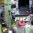 Bari, sorvegliato speciale rapina supermercato con pistola e casco06