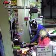 Bari, sorvegliato speciale rapina supermercato con pistola e casco
