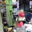 Bari, sorvegliato speciale rapina supermercato con pistola e casco02