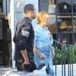Beyonce passeggia senza reggiseno a West Hollywood16