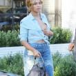Beyonce passeggia senza reggiseno a West Hollywood14