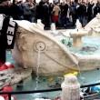 Ultras Feyenoord, Barcaccia di piazza di Spagna devastata a Roma FOTO