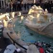 Ultras Feyenoord, Barcaccia di piazza di Spagna devastata a Roma FOTO3