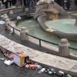 Ultras Feyenoord, Barcaccia di piazza di Spagna devastata a Roma FOTO 25