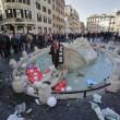 Ultras Feyenoord, Barcaccia di piazza di Spagna devastata a Roma FOTO 33