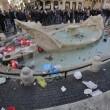 Ultras Feyenoord, Barcaccia di piazza di Spagna devastata a Roma FOTO 31