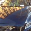 Roma, uova su auto blu parcheggiata su piazza Testaccio appena restaurata3