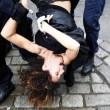 "Francia, ""agguato"" a seno nudo delle Femen a Strauss-Kahn03"
