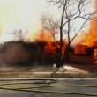 Florida, sorride con i suoi figli davanti alla sua casa che brucia4