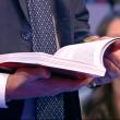 Massimo Giletti litiga con Mario Capanna e scaraventa libro a terra02