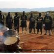 Libia, Isis contro la musica: bruciati strumenti musicali a Derna 06