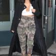 Kim Kardashian super-scollata e sexy malgrado il gelo di New York8