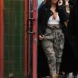 Kim Kardashian super-scollata e sexy malgrado il gelo di New York023