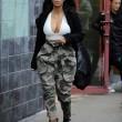 Kim Kardashian super-scollata e sexy malgrado il gelo di New York17