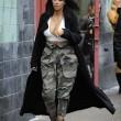 Kim Kardashian super-scollata e sexy malgrado il gelo di New York16