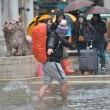 Maltempo: neve al Nord, bora a 150 km/h a Trieste, acqua alta a Venezia FOTO