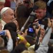 Lucia Annibali, Papa Francesco saluta in Vaticano donna sfregiata da acido 03