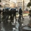 VIDEO Youtube: ultras Feyenoord a Roma occupano piazza di Spagna, nuovi scontri polizia 12