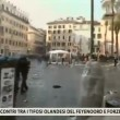 VIDEO Youtube: ultras Feyenoord a Roma occupano piazza di Spagna, nuovi scontri polizia 10