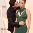 Scarlett Johansson agli Oscar 2015 con i capelli rasati sulle tempie8